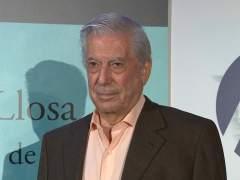 Vargas Llosa, dado de alta tras sufrir una caída en su casa