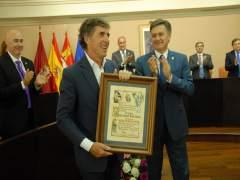 Pedro Delgado recibe el título de Hijo Predilecto de Segovia