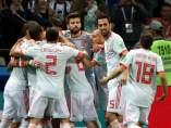 Jugadores españoles celebran el 1-0 durante el partido Irán-España.