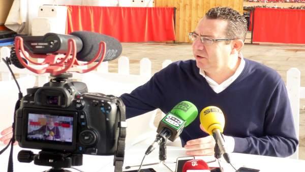 Toni Pérez durante el encuentro con los medios
