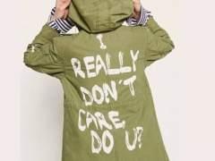 El polémico mensaje de Melania Trump en una gabardina