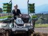 Agricultores y fontaneros empiezan a trabajar en traje en Japón