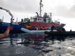 El barco con 224 migrantes a bordo espera instrucciones de Italia