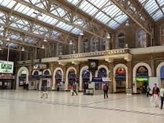 Detienen a un hombre en Londres por amenazas de explotar una bomba en una estación de tren