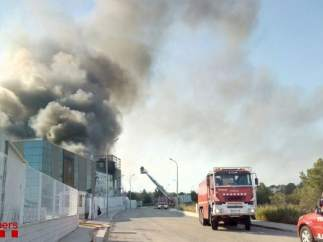 Incendio en una nave de la atunera Balfegó en L'Ametlla de Mar (Tarragona)