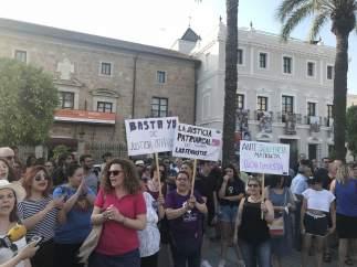 Concentración en Mérida contra la puesta en libertad de 'La Manada'