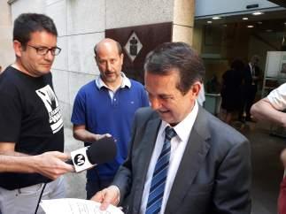 El alcalde de Vigo, Abel Caballero, ofrece declaraciones a los medios