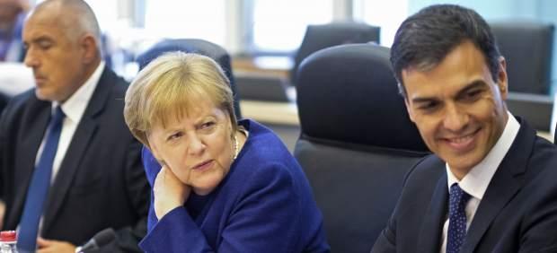 Sánchez ve la propuesta de la UE para crear centros de desembarco de migrantes