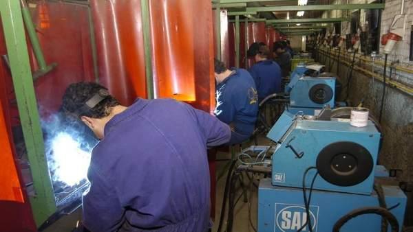 Trabajadores Del Sector De La Industria (Foto archivo)