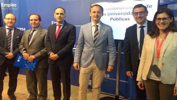 El consejero Javier Celdrán en la presentación del apoyo a universidades