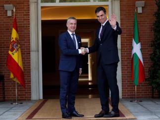 Sánchez recibe a Urkullu en la Moncloa