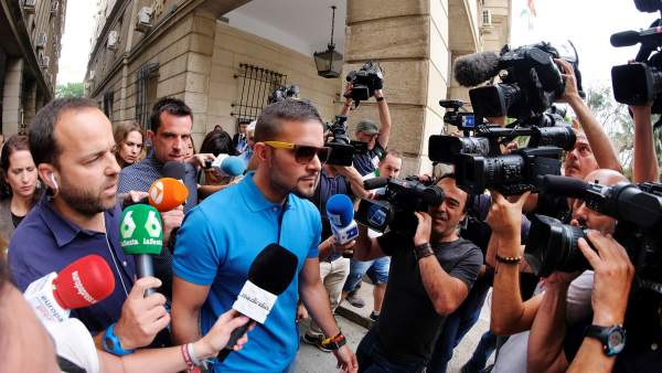 Ángel Boza, acudiendo al juzgado.