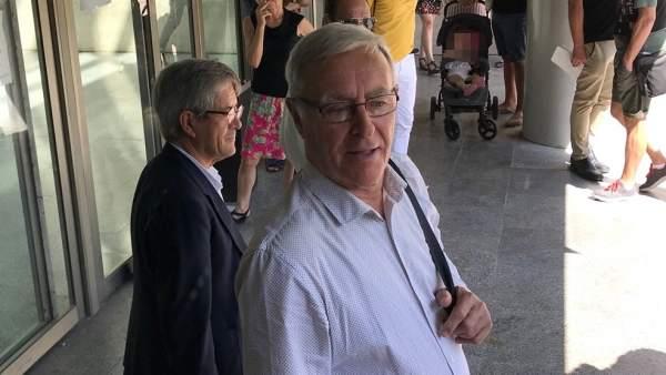 """Ribó declara """"molt tranquil"""" davant el jutge per l'enquesta fallera"""
