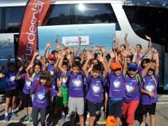 Sale el primer autocar de este verano de Fundesplai hacia las colonias