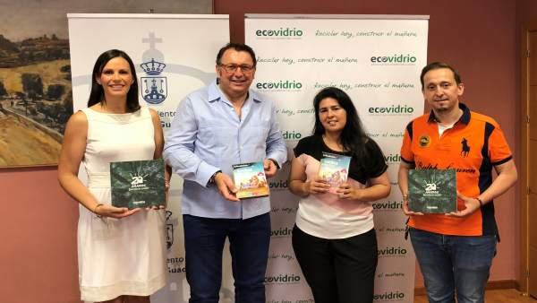 Entrega de premios a caseteros ganadores de la campaña de reciclaje en la Feria