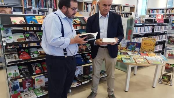 Antonio Muñoz presenta la inversión en libros para las bibliotecas municipales