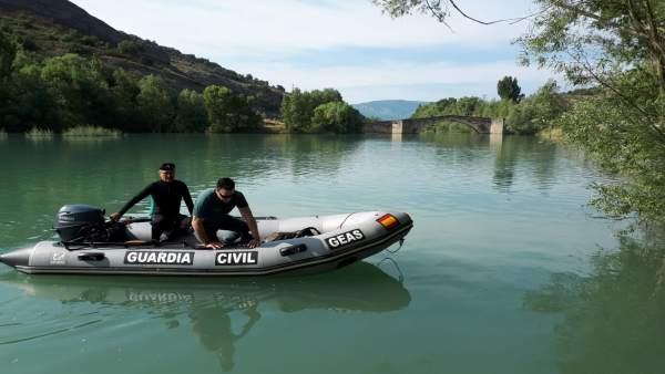 GEAS buscan al joven desaparecido en el río Ésera.