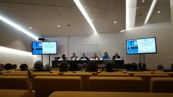 Alfonso Rueda en la firma de un convenio de prevención de acoso sexual laboral