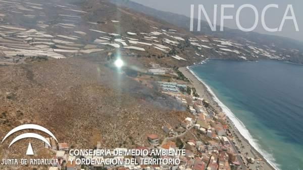 Vista aérea de un fuego que ha afectado a solares no construidos
