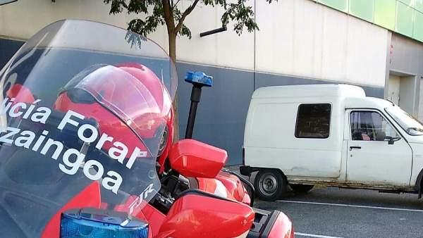Policía Foral intercepta un vehículo.
