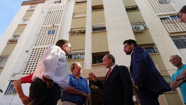 De la Torre Visita la barriada de Palma Palmilla