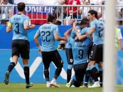 Uruguay golea y queda primera del Grupo A, Rusia pasa como segunda