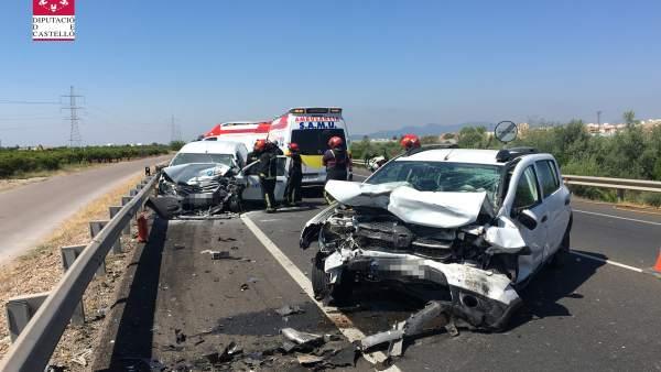 Mor una dona i una altra resulta ferida després de xocar dos turismes en la N-340 a Vila-real