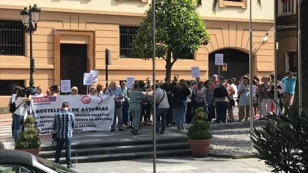 Concentración trabajadores de Hostelería en Oviedo