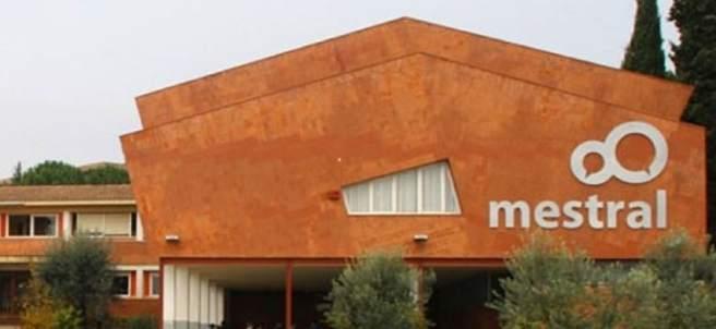 Exterior de la escuela Mestral de Igualada.