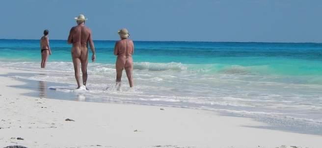 ¿Se puede tener sexo en una playa nudista?
