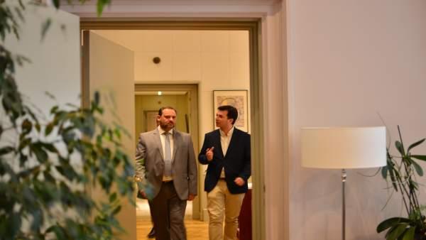 Gonzalo Caballero con el ministro de Fomento en Madrid.