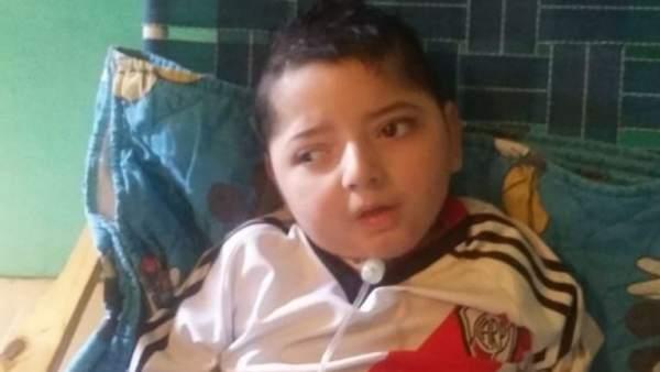 Valentino Ladislao, el niño electrodependiente que falleció tras un corte de luz en su casa de Lomas de Zamora (Argentina).