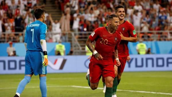 El delantero portugués Ricardo Quaresma celebra tras marcar el 0-1 contra  Irán. Esteban Biba   EFE 1b52143d118e8