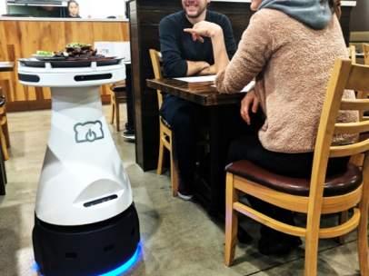 Penny, el camarero robot