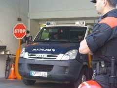 Furgón policial con los miembros de La Manada