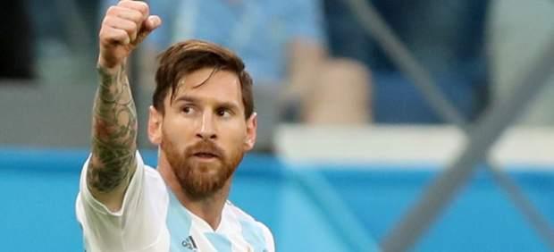 Leo Messi celebra su gol con Argentina ante Nigeria.