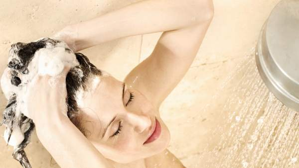 ¿Cuántas veces hay que lavarse el pelo a la semana  fc1cfbc414b9