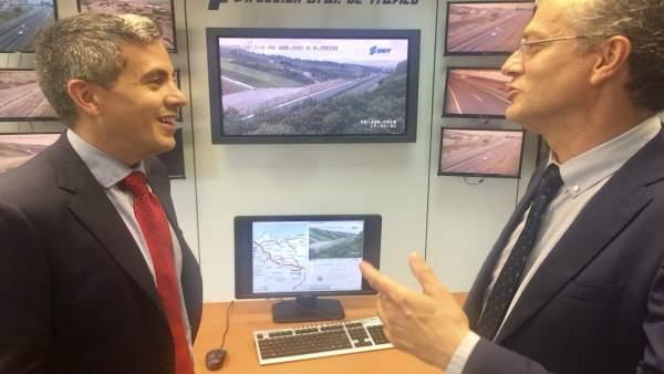 Pablo Zuloaga y jefe provincial de Tráfico presentan el dispositivo estival
