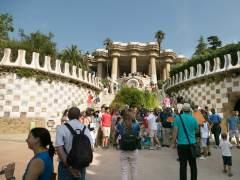 Barcelona amplía la prohibición de abrir nuevas tiendas de 'souvenirs' en Sagrada Família, Camp Nou, Park Güell, Sant Antoni y Casa Vicens