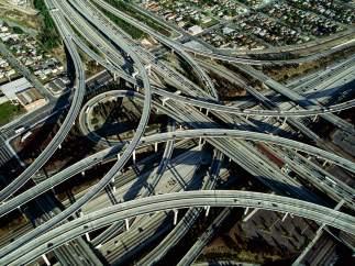 Yann Arthus-Bertrand. Intercambiador entre las autopistas 105 y 110, Los Ángeles