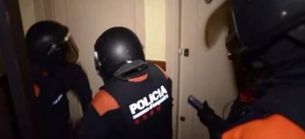 Mossos d'Esquadra desmantelando una banda de asaltaba domicilios.