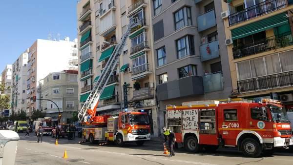 Bomberos de málaga intervienen en un incendio fuego