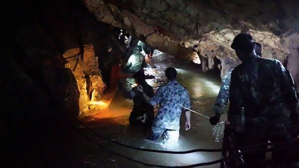 Adentrándose en la cueva