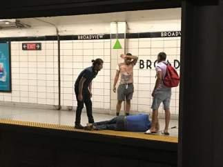 Acto heroico en el metro de Toronto