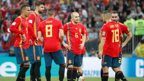 Los jugadores de la selección, durante la tanda de penaltis.