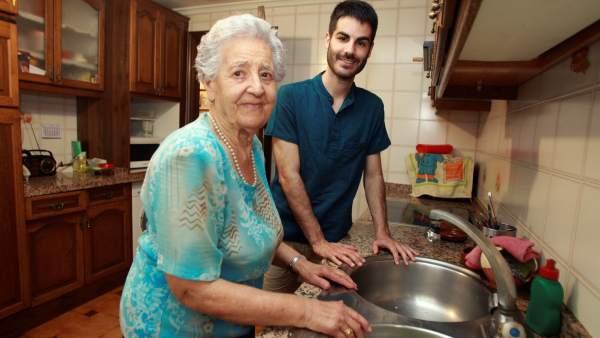 Guadalupe, la nonagenaria que comparte piso en Salamanca con universitarios