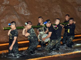 La dura búsqueda de los escolares perdidos en una cueva de Tailandia