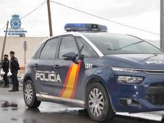 Coche policía nacional agentes recursos vehículo policial seguridad.