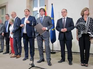 El pte.C.Puigdemont y sus consellers del Govern tras convocar el referéndum 1-O