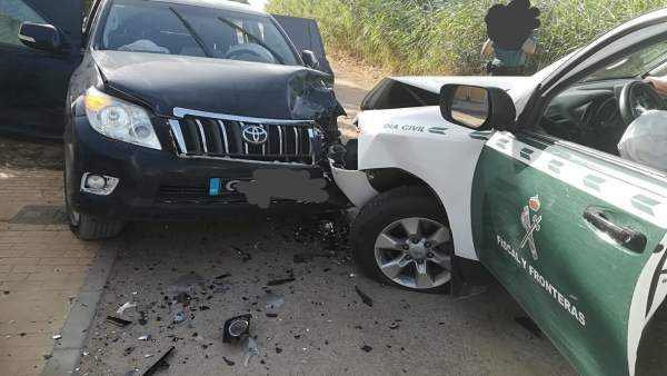 Vehículo de la Guardia Civil embestido por otro de narcotraficante